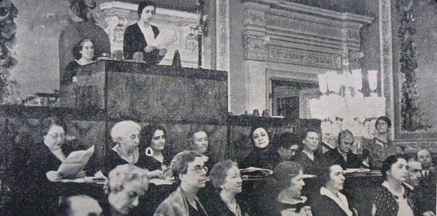 Kongrenin açılış konuşmasını birlik başkanı Corbett Ashby yapar. Konuşma kadın-erkek eşitliğinin yanı sıra kadınların dünya barışındaki rolleri üzerine olur.