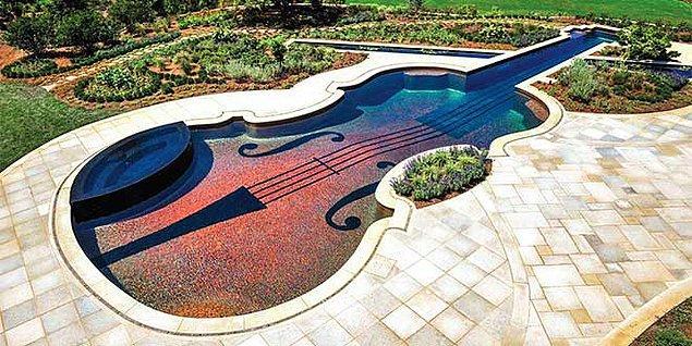 2. Keman Şeklinde Yüzme Havuzu