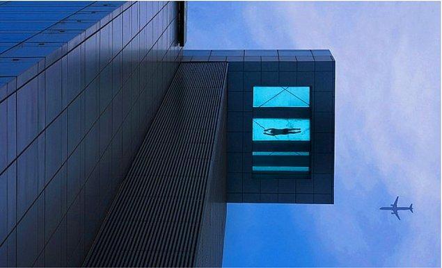5. 24. Kattaki Cam Tabanlı Yüzme Havuzu