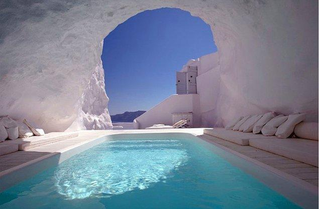 7. Mağara Havuzu, Santorini, Yunanistan