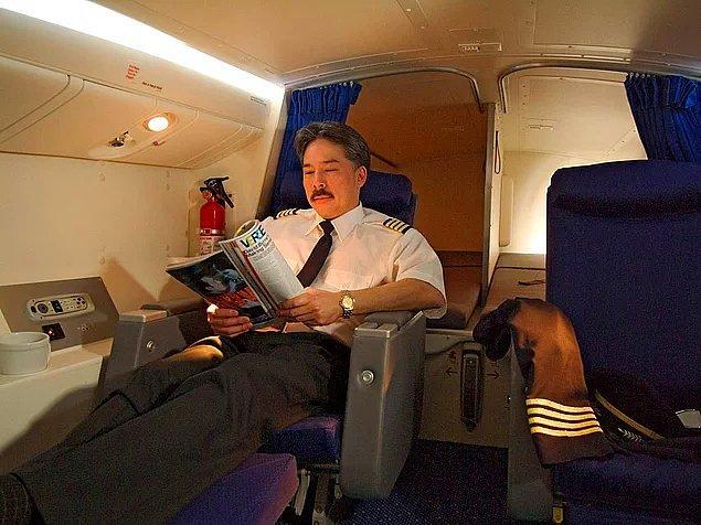 Pilotlar için koltuk, tuvalet, lavabo ve yatakların bulunduğu özel iki kişilik oda