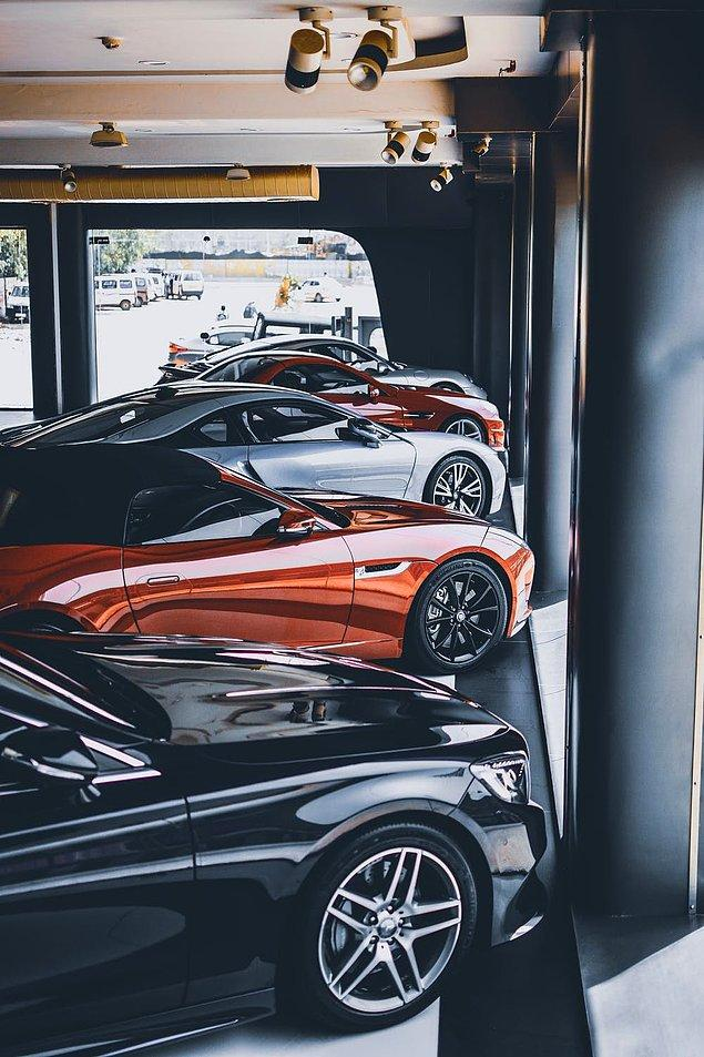 San Marino, dünyada insandan daha fazla araba bulunan tek ülke. San Marino'da kişi başına 1.6 araba düşüyor.
