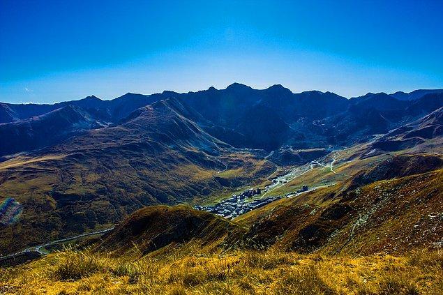 5. Andorra, Fransa ve İspanya arasında bulunan küçük bir prenslik.