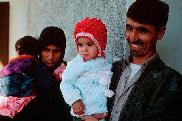 Abisi, büyükannesi ve üç kız kardeşiyle birlikte bir hafta boyunca karlı dağları aşarak Pakistan'a geldiler.