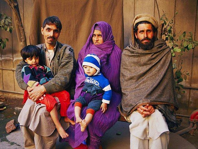 Bir başka ilginç şey, Şarbat'ın genç kızken çekilen ve dünyanın dört bir yanındaki insanları büyüleyen fotoğrafını hiç görmemiş olmasıydı.