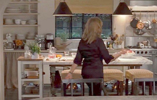 """6. """"Oğlumun okuldan gelmesini beklerken mutfağı düzenliyordum. Camdan servisinin geldiğini ve oğlumun indiğini gördüm. Eve girmeyince saklanıp beni korkutmaya çalıştığını düşündüm ve dışarı çıktım..."""