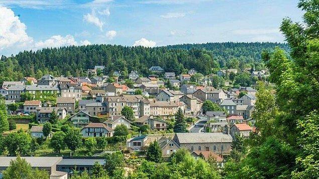 2. Avusturyalı bir adam, kendisini Nazilerden saklayan Fransız köyüne 2.4 milyon dolar bırakmıştır.