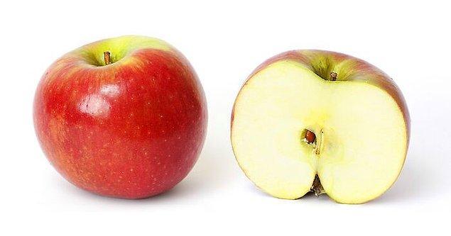 7. Elmaların içindeki tohumlar elmanın türünden farklı olabilir, bu nedenle spesifik bir tür elmanın içinden alıp diktiğiniz ağaç tamamen farklı bir türde olabilir. Örneğin Granny Smith tohumu ekmiş olmanıza rağmen muhtemelen çok daha farklı ve bilinmeyen bir elma ağacı büyüyecektir.