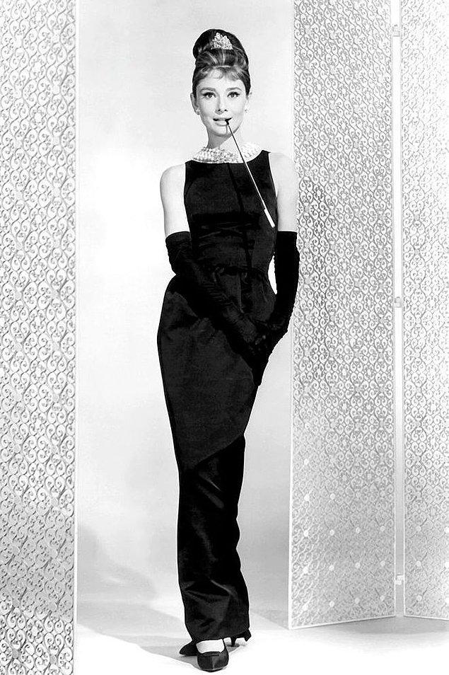 6. Audrey Hepburn'un 'Breakfast at Tiffany' filminde giydiği siyah elbise.