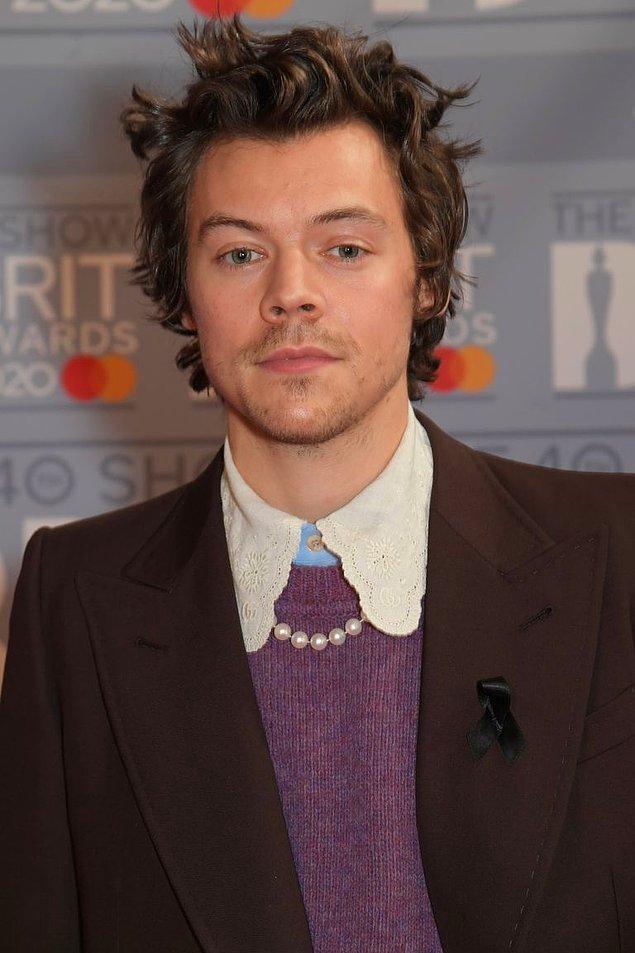 15. Harry Styles'ın inci kolyesi.