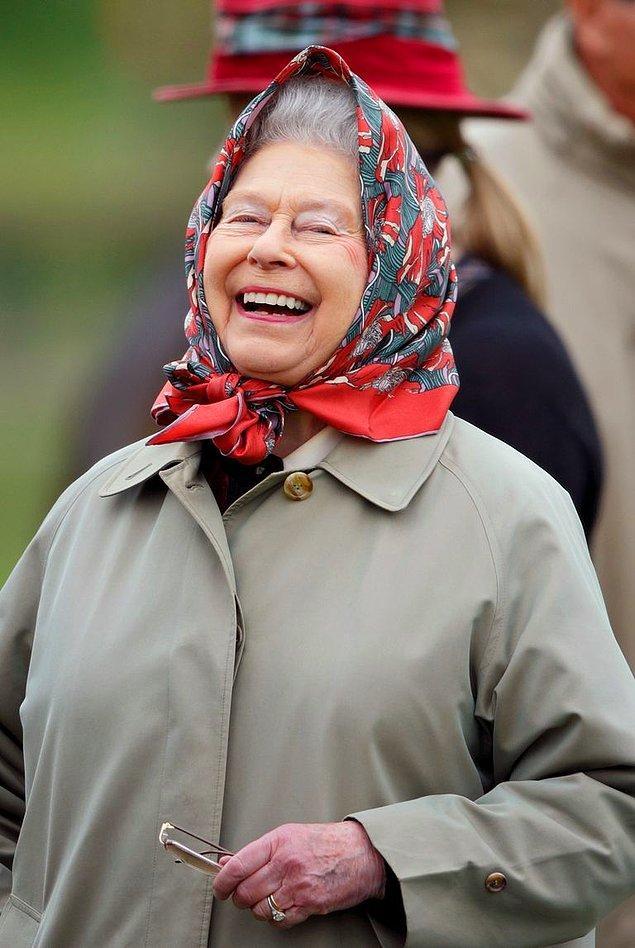 18. Kraliçe Elizabeth'in başörtüsü.