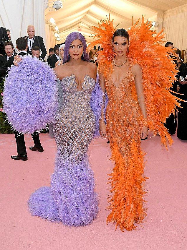 20. Kylie ve Kendall Jenner'ın, Met Gala 2019'da giydiği elbiseler.