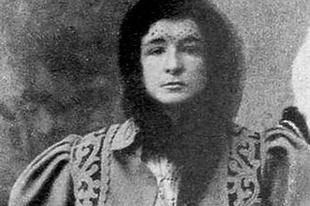 Enriqueta Martí, 1868 yılında, İspanya'nın Katalonya şehrinde, Barselona eyaletinde bulunan bir sanayi şehri olan  Sant Feliu de Llobregat'ta doğdu.