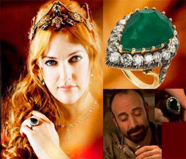 """14. """"Muhteşem Yüzyıl""""da Hürrem Sultan'ın taktığı zümrüt yüzüğün benzerleri satış rekorları kırdı."""