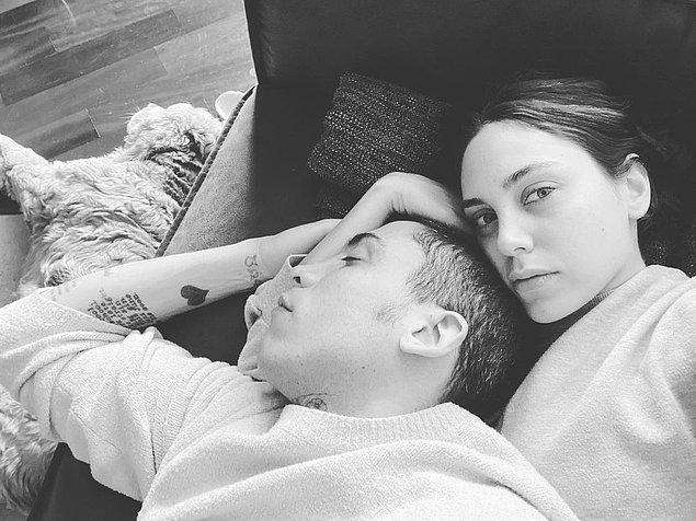 11. Aşık çiftimiz koyun koyuna uyuyor. Daha doğrusu Can Bonomo uyuyor, Öykü kızımız fotoğraf çekme derdinde!