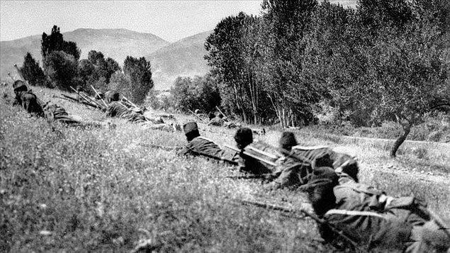 Düşman ordusu 23 Ağustos 1921'de ciddi olarak cephemize temas ve taarruza başladı. Birçok kanlı ve buhranlı safhalar ve dalgalar oldu. Düşman ordusunun üstün grupları müdafaa...