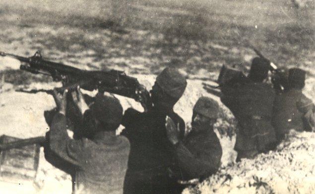 Yunan ordusu mağlup ve çekilmeye mecbur oldu. 13 Eylül 1921 günü Sakarya nehrinin doğusunda düşman ordusundan eser kalmadı. Bu suretle 23 Ağustos gününden 13 Eylül gününe kadar...