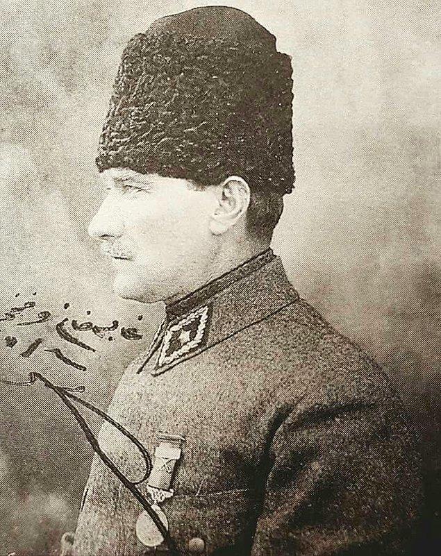 """Tarihin en uzun meydan muharebesi olarak bilinen ve Atatürk'ün """"Melhame-i Kübra"""" yani """"Armageddon (Kıyamet Savaşı)"""" olarak nitelediği Sakarya bir taktik zaferidir."""