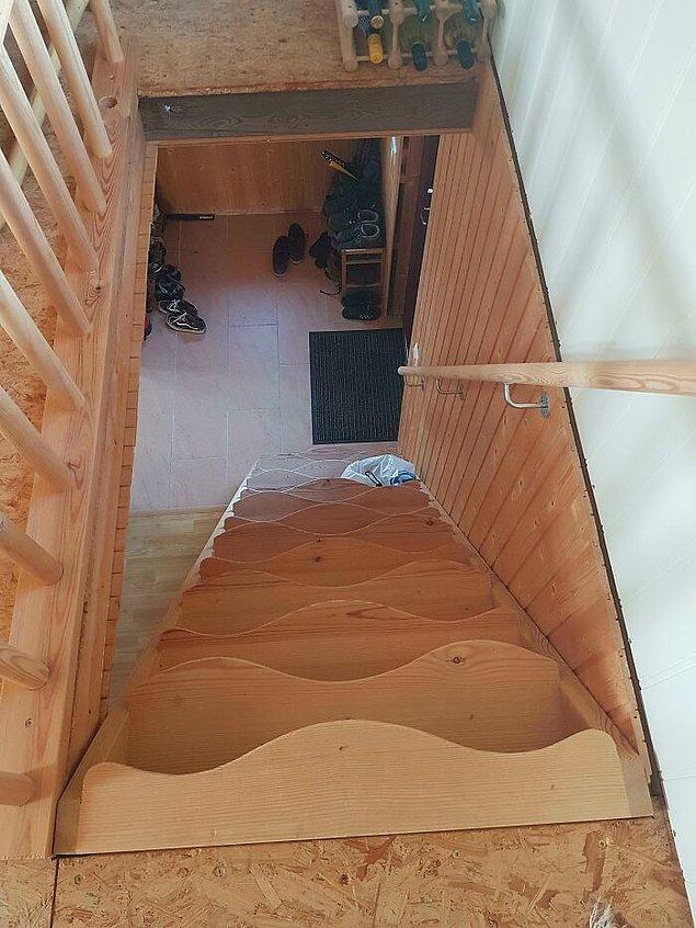18. İnerken düşme garantili merdivenler.