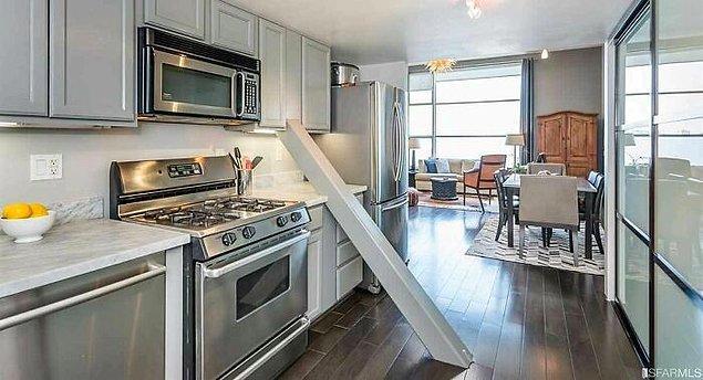 23. San Fransisco'da bulunan ve ortasından bir destek tahtası geçen bu ev tam olarak 1 milyon dolar!