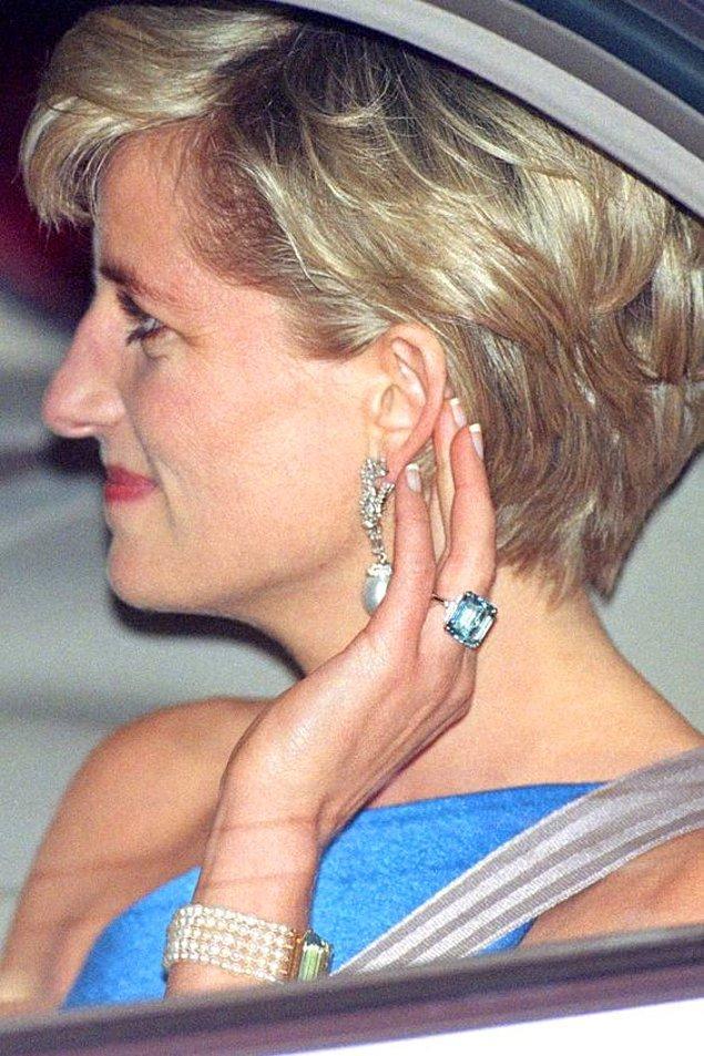 11. Diana'nın akuamarin yüzüğü artık Meghan Markle'ın parmağında!