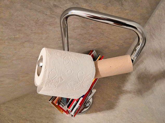 8. Ve bu kişi yeni tuvalet kağıdı yerleştirme görevini tamamladığını düşünüp böyle bırakmış.