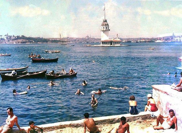 5. Salacak Plajı'nda denize giren insanlar, İstanbul, 1970.