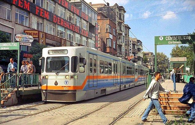 1. Çemberlitaş durağı, İstanbul, 2002.