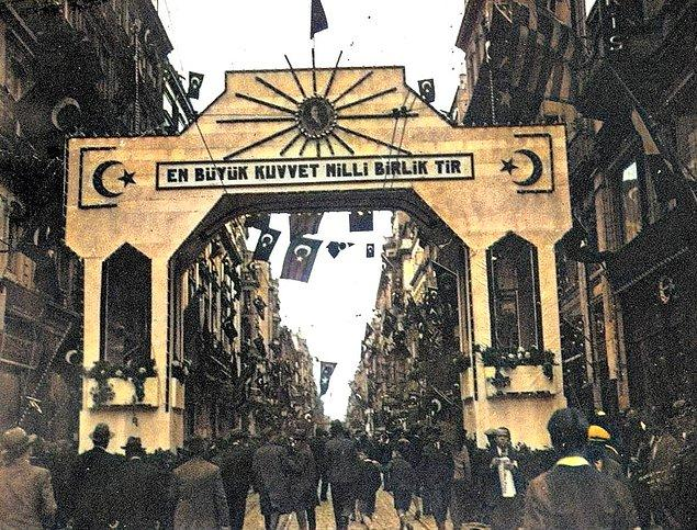 10. İstiklal Caddesi, İstanbul, 1933.