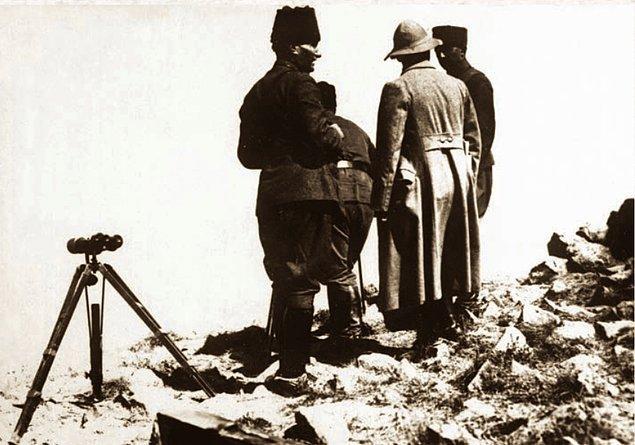 1. 30 Ağustos 1922 sabaha karşı, İsmet ve Fevzi Paşa'lar ile birlikte...