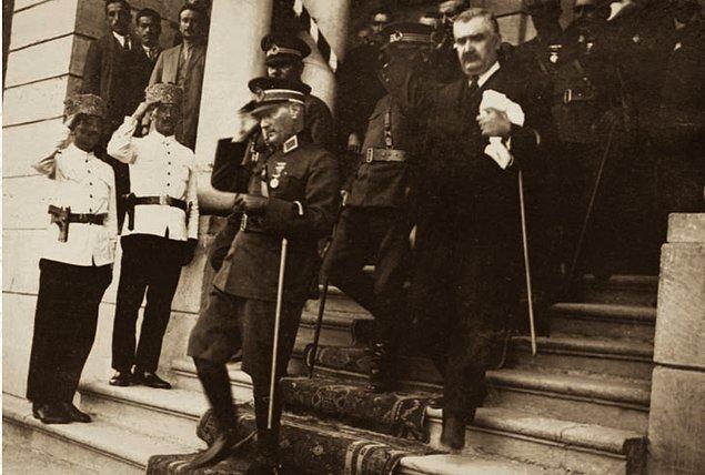 3. 30 Ağustos 1925, Kastamonu'da Türk Ocağı ziyaretinden sonra CHP Merkezi'ne gelir...