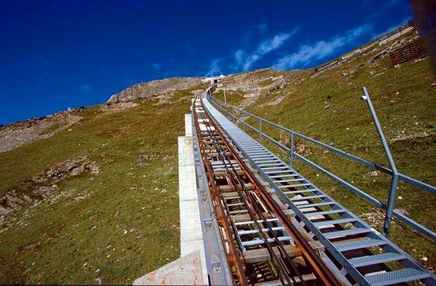 20. Dünyanın en uzun merdiveni İsviçre'de bulunur.