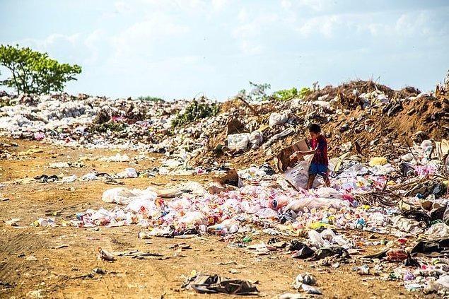 3. Birleşmiş Milletler'in tahminlerine göre dünyadaki açlığı tamamen ortadan kaldırmak için gerekli para sadece 30 milyar dolar.