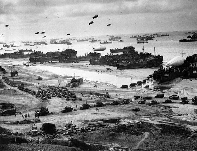 13. İkinci Dünya Savaşı sırasında ölenlerin %50 ila %75'inin sivil olduğuna inanılıyor. Savaş boyunca askeri personelden daha fazla sivil ölmüştür.