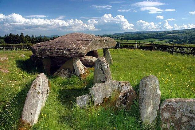 Bu yıl İngiltere'nin Galler sınırındaki Herefordshire kırsalında bulunan antik taş yapının çevresinde kazı çalışmaları yürütüldü.