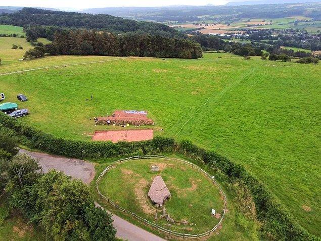Yapının adı, yaklaşık 1.500 yıl önce Sakson işgaline direndiği söylenen Kral Arthur efsanesinden geliyor.