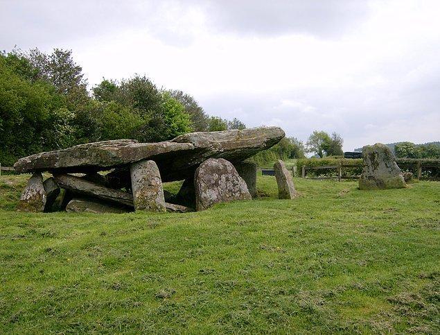 Arthur'un Taşı'nın, 5.700 yıl kadar önce Neolitik Çağın başlarında ayin düzenlemek amacıyla inşa edilen bir anıt olduğu düşünülüyor.