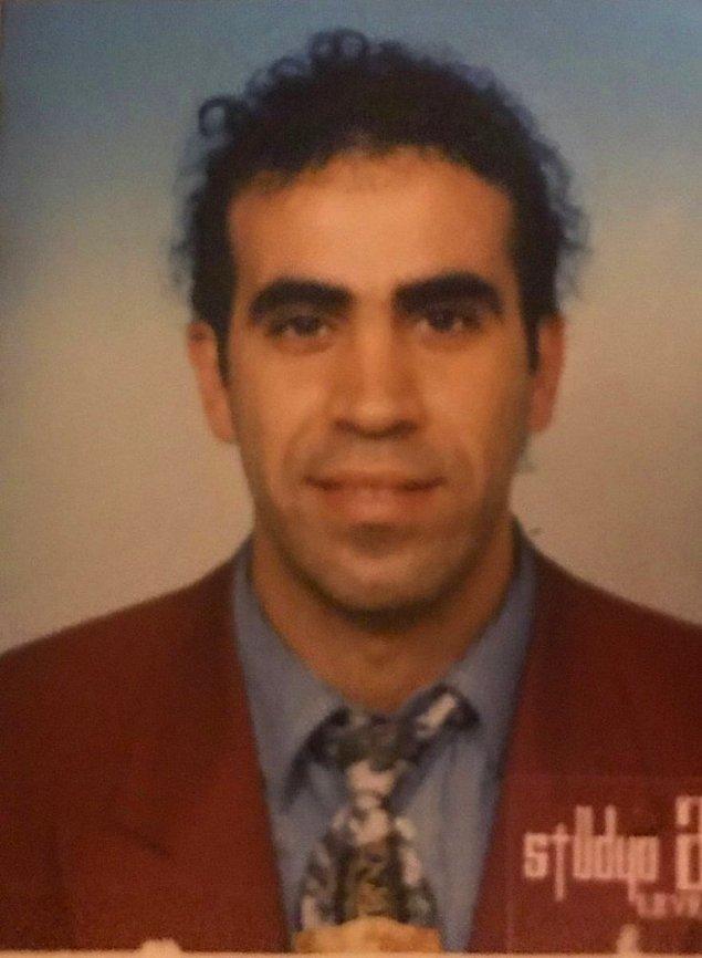 Sırasıyla sayalım. Liseden hemen sonra Karadeniz Teknik Üniversitesi'nde Orman Mühendisliği kazanmış. Ardından Ankara Üniversitesi Kastamonu Meslek Yüksek Okulu'nda Bilgisayar Programcılığı Bölümü'ne kaydolmuş.