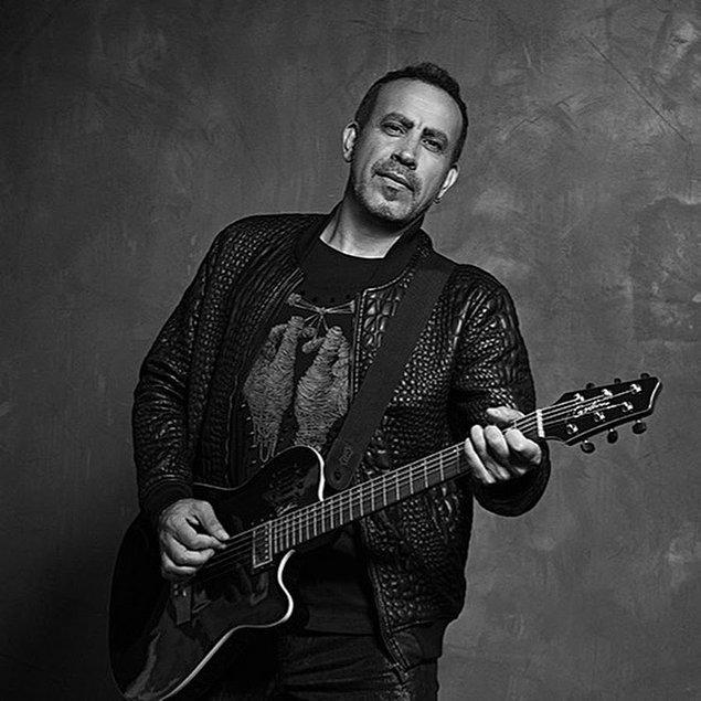 Anadolu rock tarzının üstatlarından olan Haluk Levent, üç senesini yollarda, Türkiye'nin farklı şehirlerinde geçirdikten sonra İstanbul'a gelince büyük bir farklılık yaşamış.