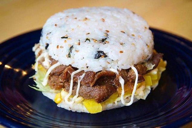 """20. """"Kore'de insanlar pilavı o kadar sık tüketiyor ki pirinç burgerler var!"""""""