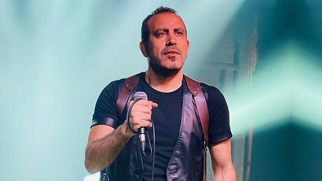 """Yıldıray Gürgen ile tanışan Haluk Levent, 1993 yılında ilk albümünü çıkarmış. Üç yılını yollarda geçirdiği için ilk albümünün ismini """"Yollarda"""" koymak istemiş."""