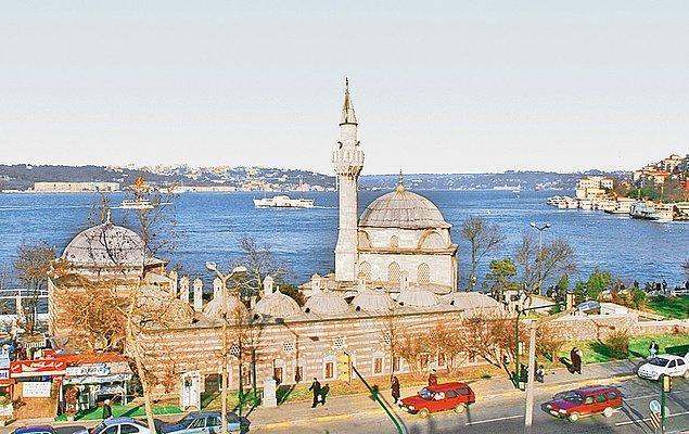 Ertesi yıl tamir edilen ancak Cumhuriyet dönemine harabe olarak ulaşan, birçok yeri eksik, medresesi hayvan barınağı olarak kullanılan külliyenin restorasyonunu ise bizzat Atatürk emreder.