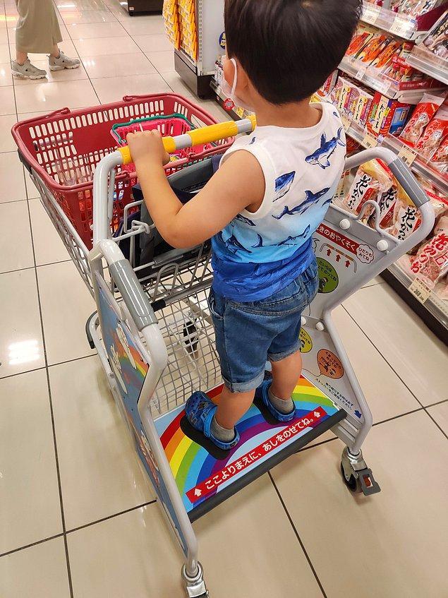 7. Hem ebeveynler hem de çocuklar için mükemmel bir market arabası olmuş: