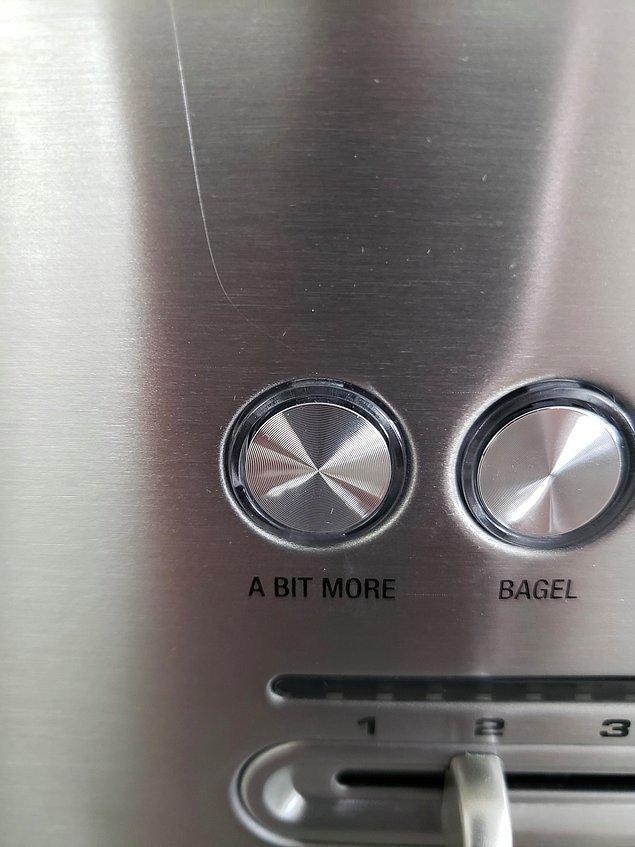 """11. Ekmek kızartma makinem ekmekleri istediğim kadar kıtır yapmıyor diyenler için bu makineye """"Biraz Daha"""" kızartma butonu koyulmuş:"""
