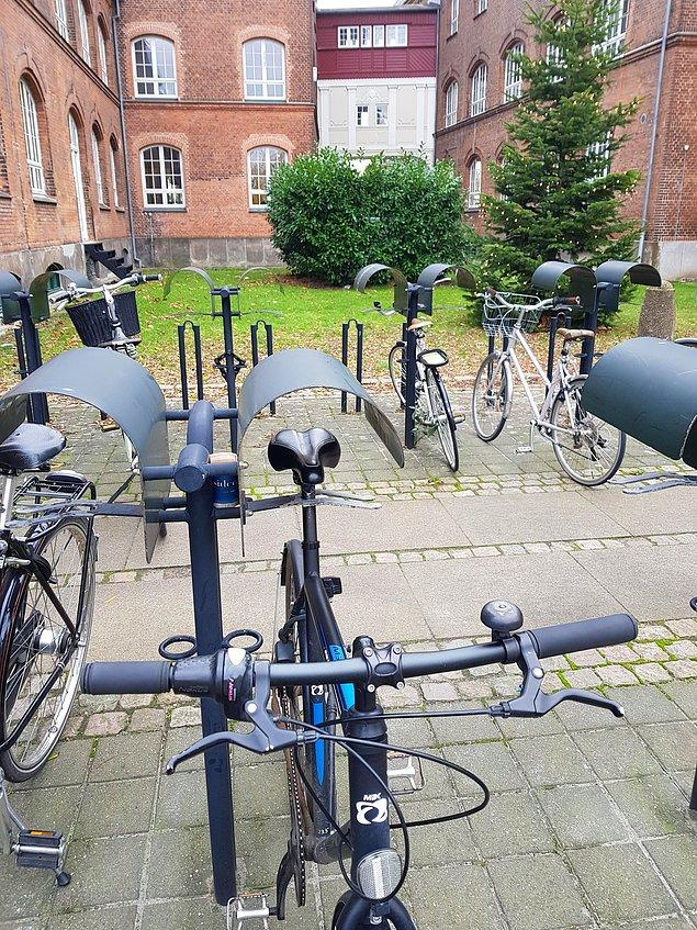15. Bisikletlerin selelerinin yağmurda ıslanmaması için bulunan çözüme bir bakın: