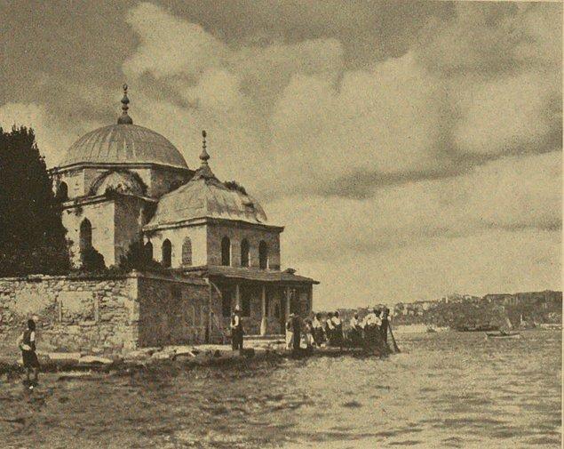 Bu arada külliyenin tarihi de enteresandır. Mimar Sinan'ın notlarından anlaşıldığı üzere medrese bir süre tekke olarak kullanılır. Bunun yanında Balkan Savaşları sırasında...