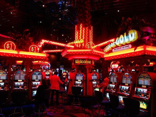 """4. """"Slot makineleri birbirine bağlıdır bu yüzden herhangi bir makinede ödül kazanıldığında kazanılan miktar reklamı yapılan ücret yüzdesinden düşülür."""""""