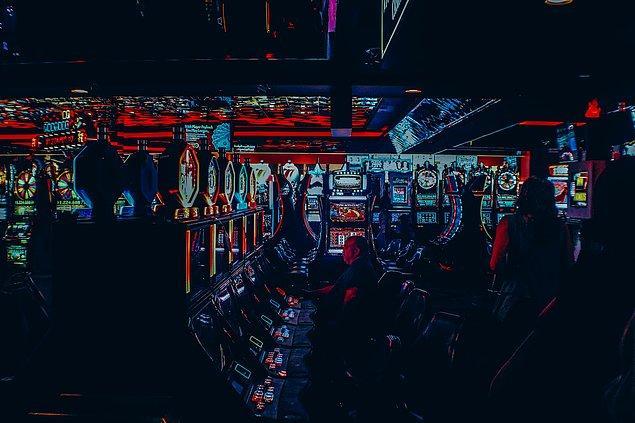 """7. """"Kumarhanelerin çoğunda ya duvarlarda ya da slot makinelerine kumarhanenin daha avantajlı olduğunu belirten bir yazı asılıdır."""""""