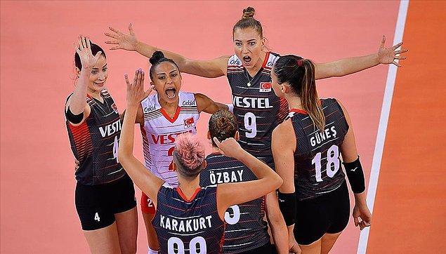 Geçtiğimiz akşam A Millilerimiz, Avrupa Voleybol Şampiyonası'nda Polonya'yı 3-0 mağlup ederek yarı finale yükseldi!