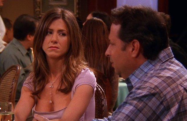 9. Eğer beraber oturduğunuz kişi siz konuşurken masadaki eşyalarla oynuyorsa bu sıkıldıklarının bir belirtisidir.
